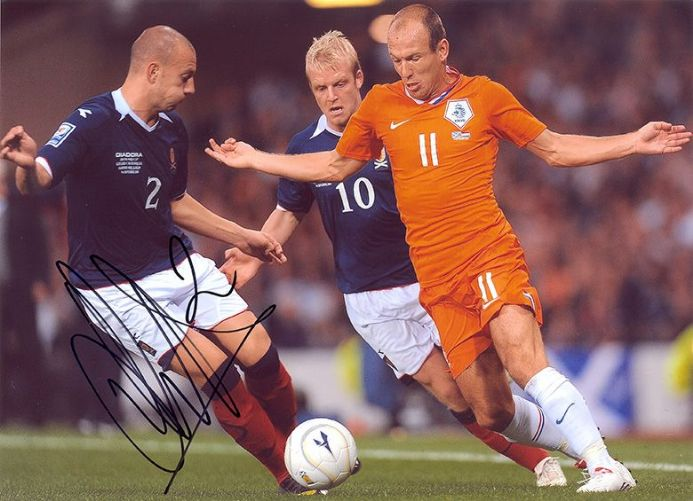 Alan Hutton, Scotland, Rangers, Tottenham, signed 11x8 inch photo.